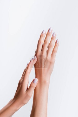 abgeschnittene Ansicht weiblicher Hände isoliert auf Weiß
