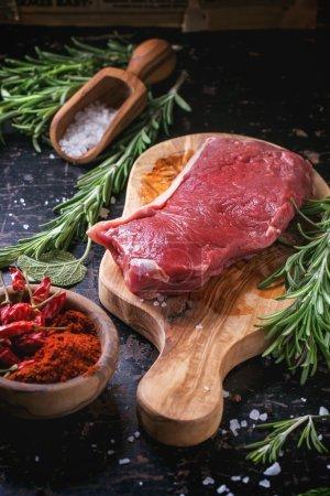 Steak cru aux herbes et poivre