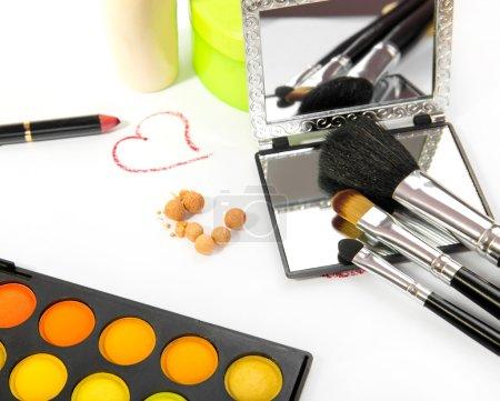 Photo pour Cosmétiques décoratifs de groupe pour maquillage. Nature morte . - image libre de droit