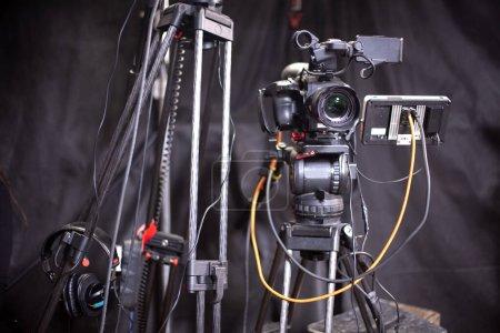 Photo pour Caméra de télévision dans le studio du programme culinaire. - image libre de droit