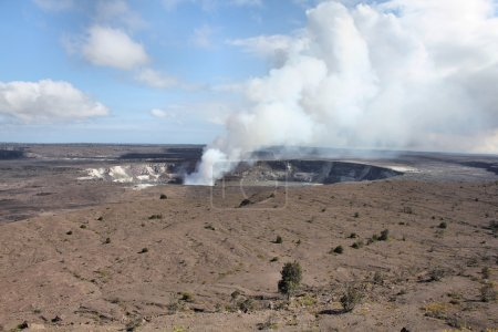 Crater on the caldera Halemaumau.