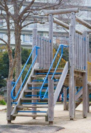 Foto de Equipo de juegos infantiles al aire libre vacío en el lugar público - Imagen libre de derechos