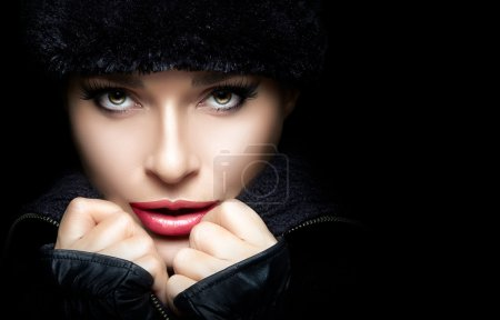Gorgeous Young Woman in Black Winter Fashion