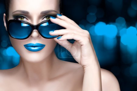 Colorful Makeup. Fashion Model Woman in Black Oversized Sunglass