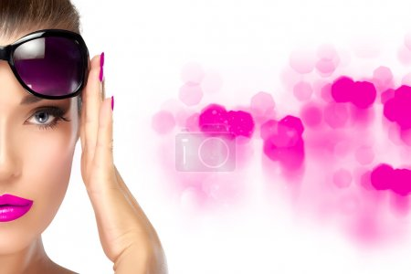 Beauty Fashion Woman Holding her Shades on Forehead. Bright Make
