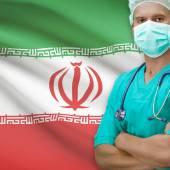 Chirurg s vlajkou na pozadí řady - Írán