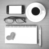 Káva, telefon, brýle, Poznámkový blok a srdce
