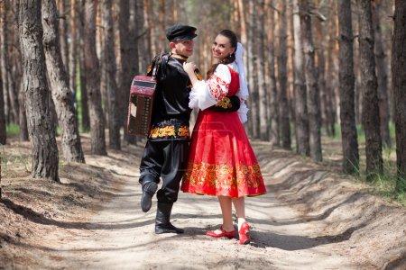 Photo pour Couple en robe nationale russe - image libre de droit