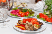 Nakládané houby, rajčata, papriky a jídla na banket t