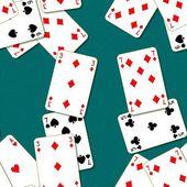 """Постер, картина, фотообои """"Игральные карты, разбросанных на зеленом столе. Бесшовные текстуры фона. Таблица в казино разыгрыша."""""""
