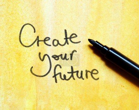 Photo pour Créer votre futur message sur fond jaune - image libre de droit