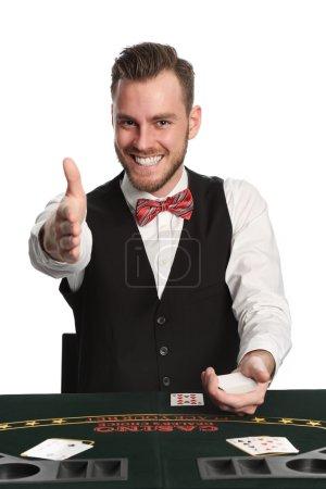 Photo pour Concessionnaire de jack noir attrayant dans ses 20 ans avec une barbe, portant une chemise blanche, gilet noir et un noeud papillon rouge, pointant vers vous. Fond blanc. - image libre de droit