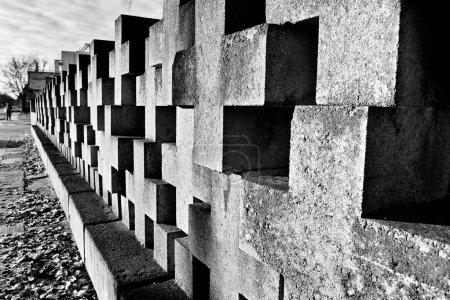 Photo pour Monuments du cimetière des héros de Zaspa. Victimes du nazisme et la seconde guerre mondiale. Dans le cimetière les restes assassiné Stutthoff, défenseur de la poste polonaise, le poste frontalier à la guérilla Szymankowo ou Westerplatte, scouts, de Poméranie Griffin. - image libre de droit
