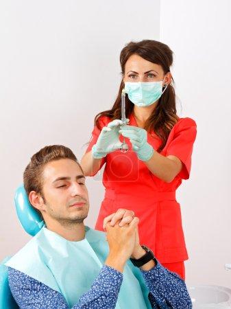Photo pour Patient dentaire effrayé sous anesthésie injectable - image libre de droit