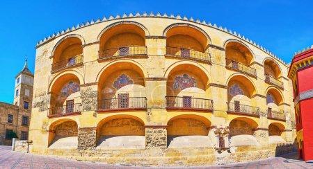 Le rempart médiéval de Mezquita avec des remparts décoratifs, des niches et des emblèmes médiévaux peints, Plaza de l Triunfo (Place Triomphe) Cordoue, Espagne