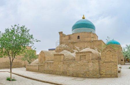 Photo pour Le cimetière médiéval autour de la Pahlavon Mahmud Mausoleum est l'endroit calme et solitaire, principalement visité par des pèlerins les, Khiva, Ouzbékistan. - image libre de droit
