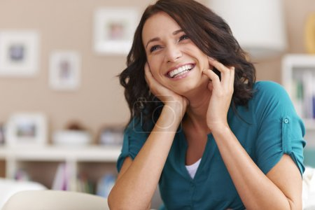 Foto de Big happiness of beautiful woman - Laughing woman in interior - Imagen libre de derechos