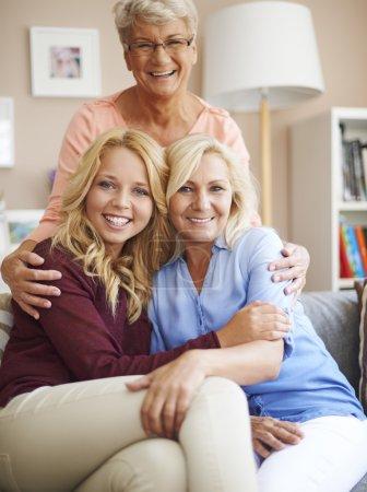 Foto de Familia de tres generaciones pasar tiempo juntos - Imagen libre de derechos