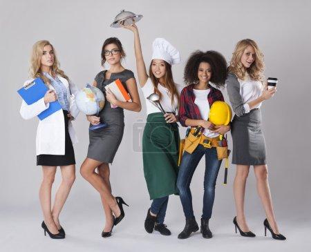 Photo pour Vous pouvez trouver votre chemin dans la vie. Des femmes aux métiers différents. Différentes professions des jeunes femmes - image libre de droit