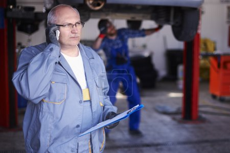 Mechanic is Taking order on mobile