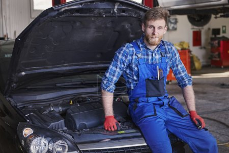 Cars mechanic in workshop