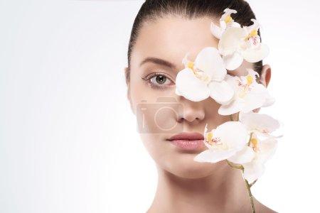 Photo pour Beauté femme avec fleur pure - image libre de droit