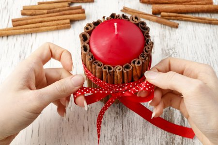 How to make candle decorated with cinnamon sticks - tutorial