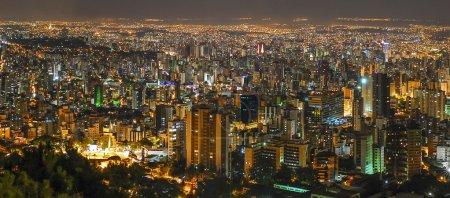 Foto de Noche, vista panorámica de Belo Horizonte, Minas Gerais, Brasil  . - Imagen libre de derechos