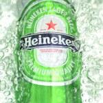 Постер, плакат: Heineken lager beer in splashed water