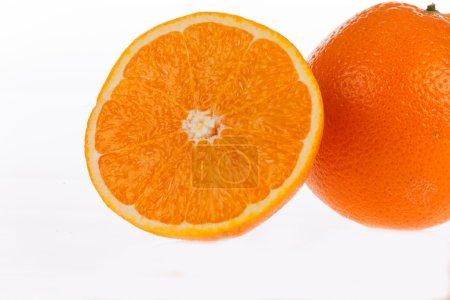 Foto de Naranjas aisladas sobre fondo blanco - Imagen libre de derechos