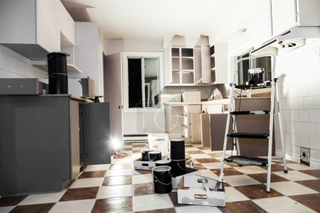 Photo pour Mess of All kind of Painting Equipment in the Kitchen - image libre de droit