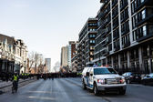 Policie Pick-up Truck před demonstranty ovládání