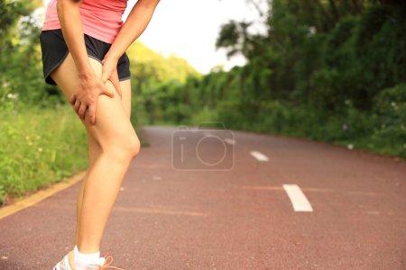 Runner hold her injured knee