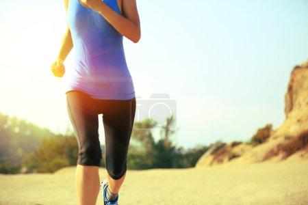 Photo pour Athlète coureur courir à la ville balnéaire - image libre de droit
