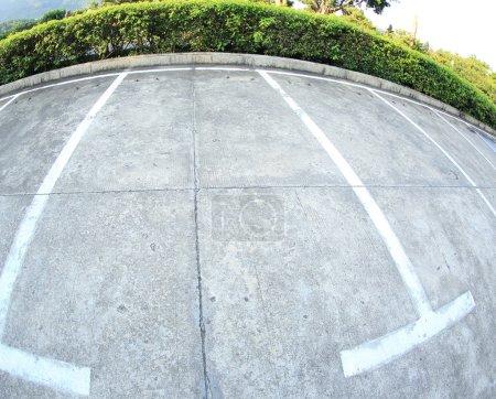 Photo pour Stationnement vide, lane Parking en plein air au parc public - image libre de droit