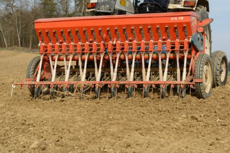 Cultivation machine for sowing cereals
