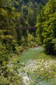 Horské řeky a lávka - Rakousko