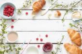 """Постер, картина, фотообои """"Романтический завтрак французский или сельских - какао, молоко, круассаны, джем, масло и малины"""""""