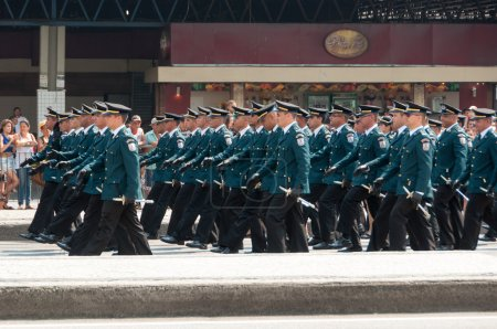Photo for RIO DE JANEIRO, BRAZIL - SEPTEMBER 7, 2017: Brazilian Independence Day parade in the city center. On the 7th September 1822, Brazil claimed its independence from the Portuguese - Royalty Free Image
