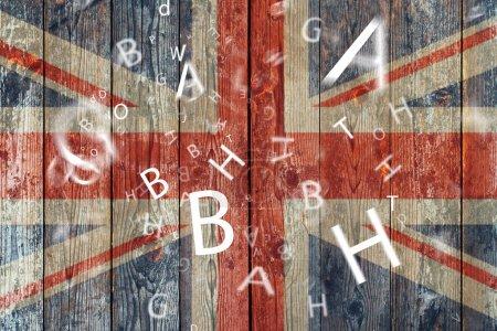 Photo pour Le drapeau et les lettres britanniques Concept learning english language . - image libre de droit