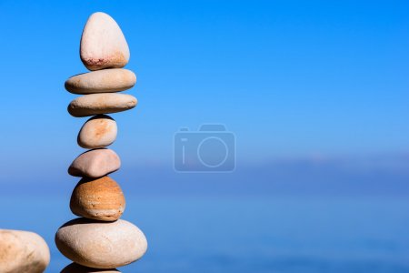Balancing of pebbles