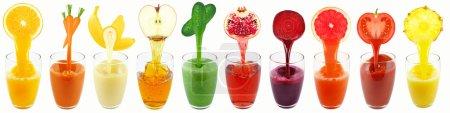 Photo pour Jus de fruits et légumes isolés sur blanc - image libre de droit