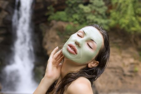 Woman with green clay facial mask in beauty spa (Outdoor)