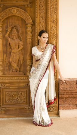 Beautiful young indian woman in traditional clothing and orienta
