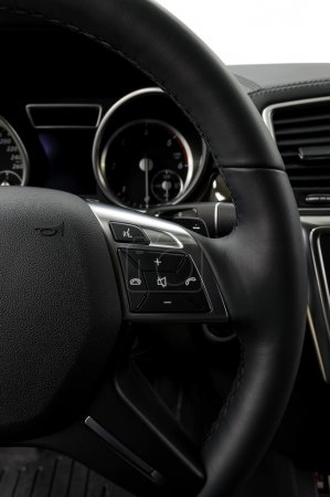 Control buttons on steering wheel.