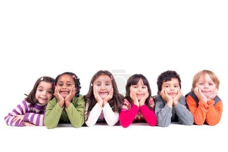 Photo pour Groupe d'enfants heureux amis posant isolés en blanc - image libre de droit