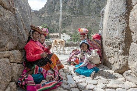 Women and children in traditional Peruvian clothes in Ollantayta