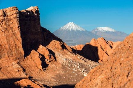 Photo pour Volcans Licancabur et Juriques, Cordillère de la Sal, désert d'Atacama, Chili - image libre de droit