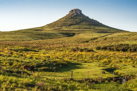 Photo pour Paysage idyllique de Batovi Hill, Tacuarembo dans le centre-nord de l'Uruguay - image libre de droit