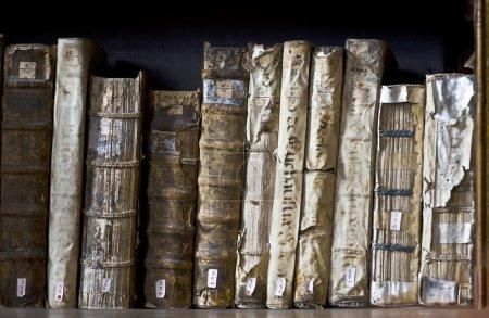Books in the Ricoleta Library in Peru